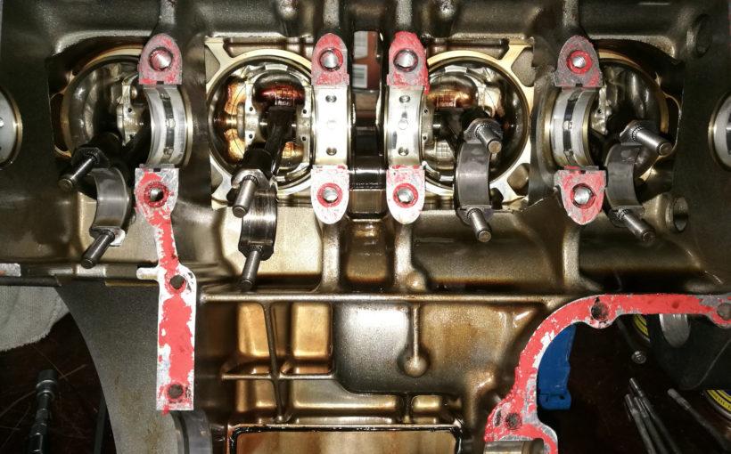 ZZ-R 600 Pleuel von unten, defekt an Zylinder 2 (2. von links)