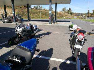 Tour zum Jeschken, Zwischenstopp an Tankstelle (CZ)