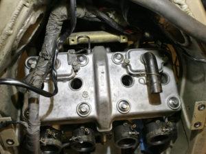 ZZ-R 600 - Ventildeckel verschraubt